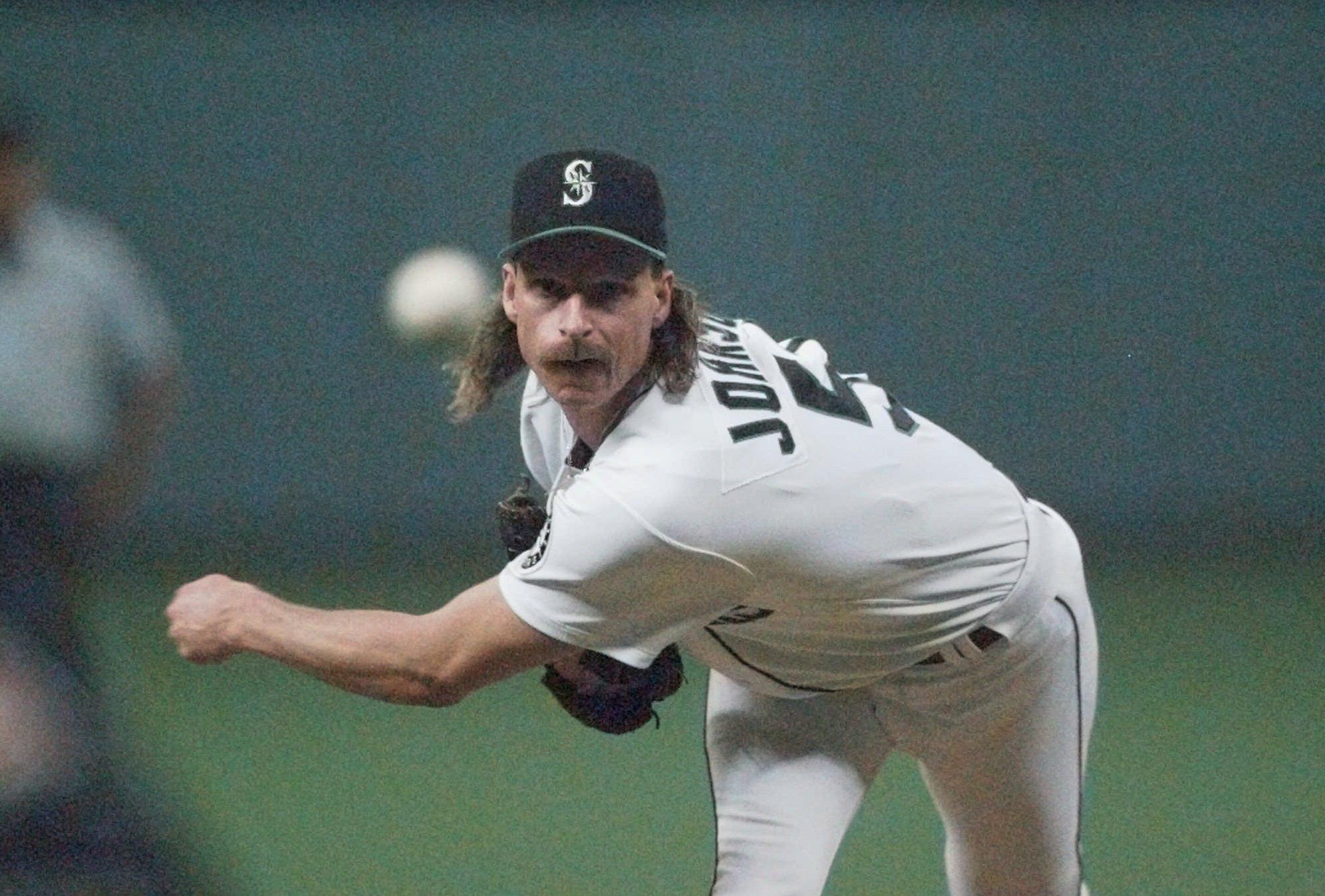 Randy Johnson leads the 2015 hall of fame ballot.  Photo (AP Photo/   Elaine Thompson) via seattlepi.com