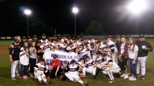 Madison Baseball: 2015 6-A regional champs.  Photo RT from @warhawkbaseball