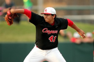 Romero kinda looks like the Chief, doesn't he? PHoto via UHcougars.com